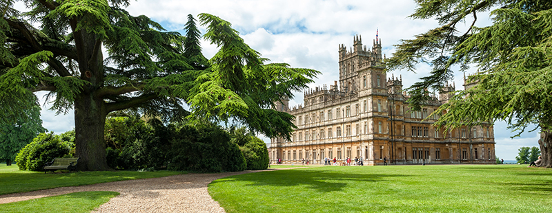 Downton Abbeys Highclere castle i England.