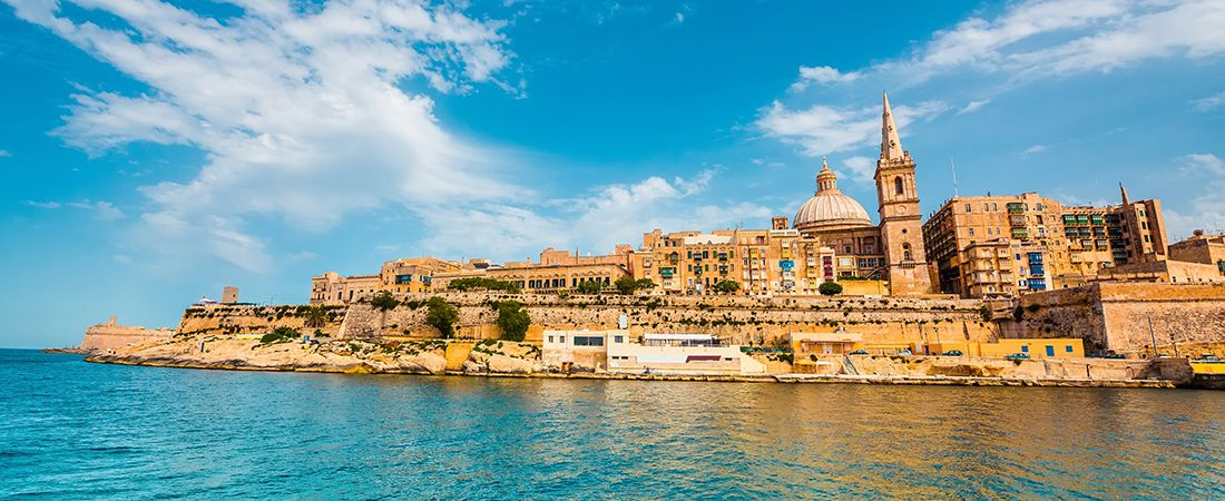 Panorama över huvudstaden Valletta på en resa till Malta