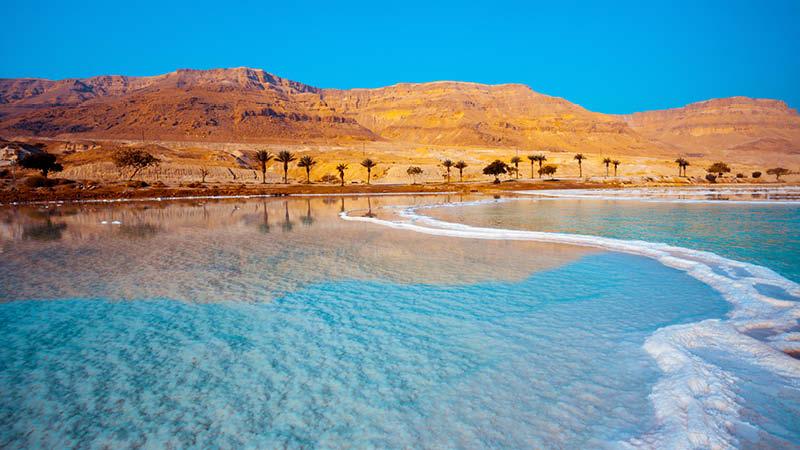 Det salta Döda havet i Israel.