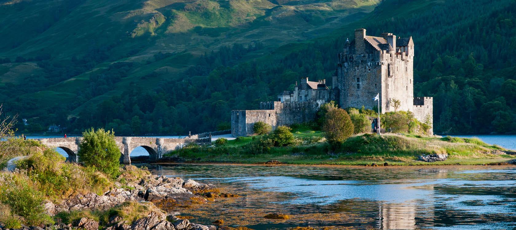 Eilean Donan Castle i det skotska höglandet, Skottland.