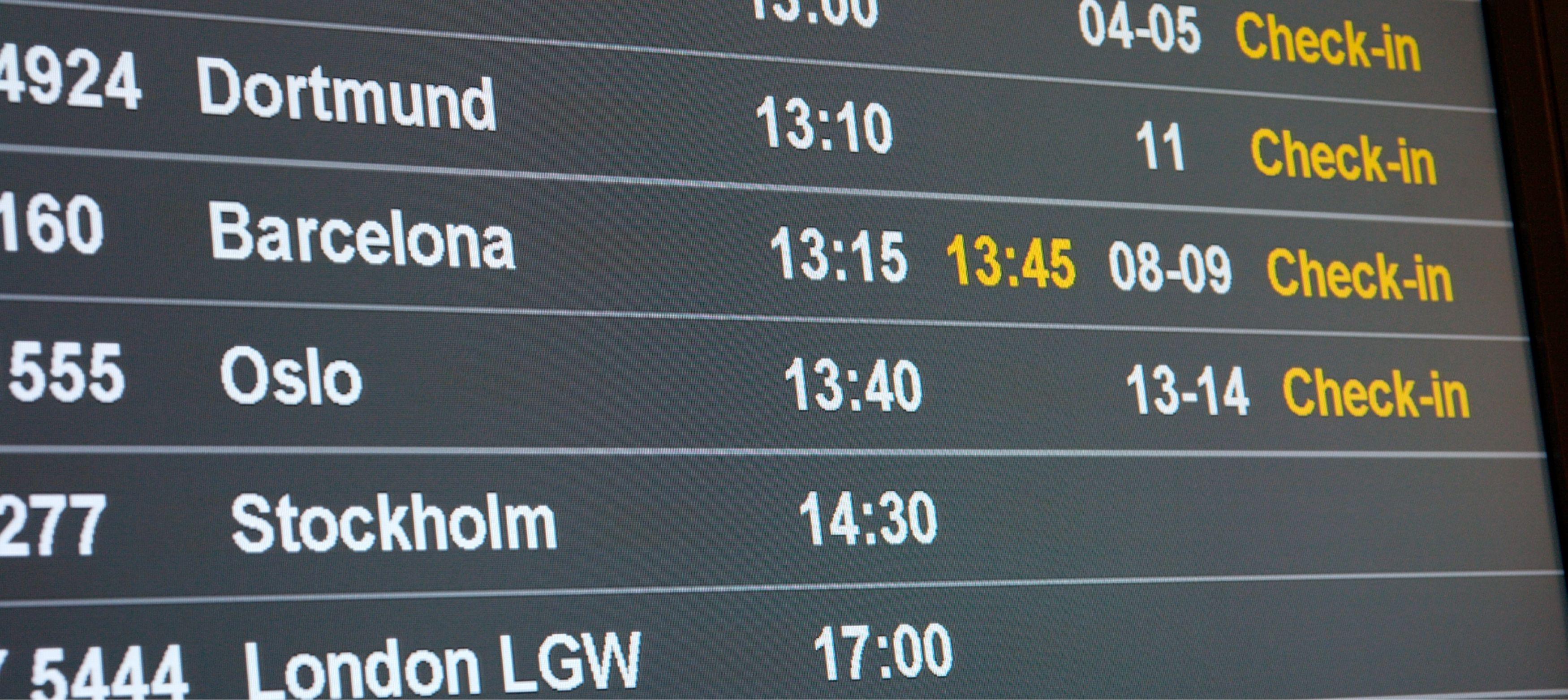 information om avgångar och flygtider på flygplats