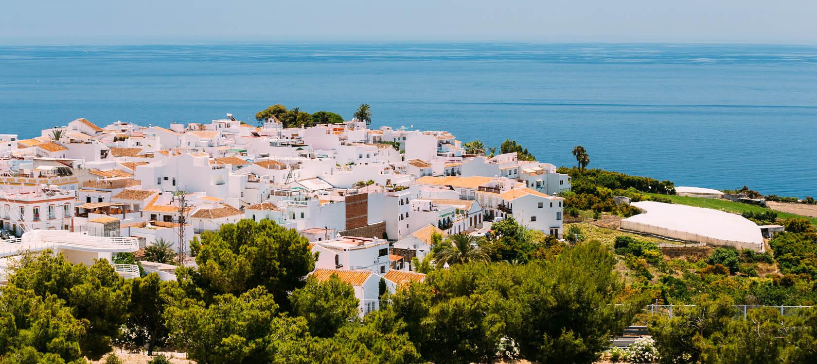 Andalusiens vita byar bland skog och Medelhavet på en långtidssemester.