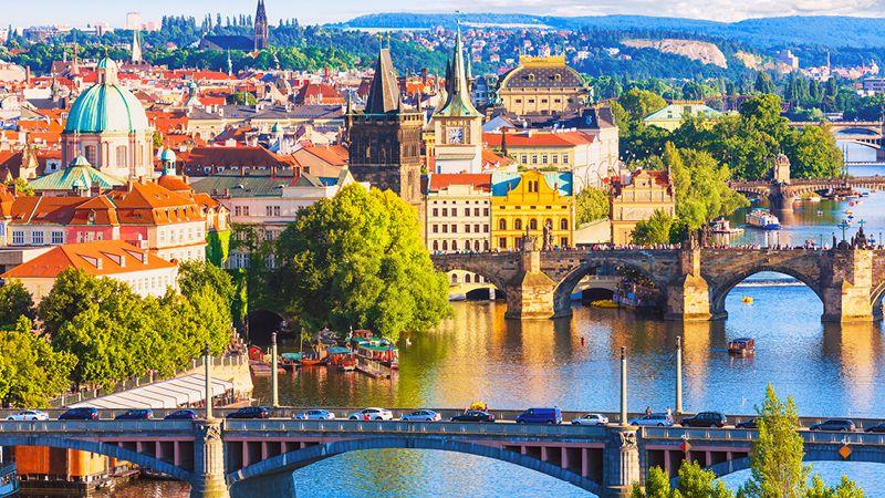 broarna och stadskärnan prag på resor till tjeckien