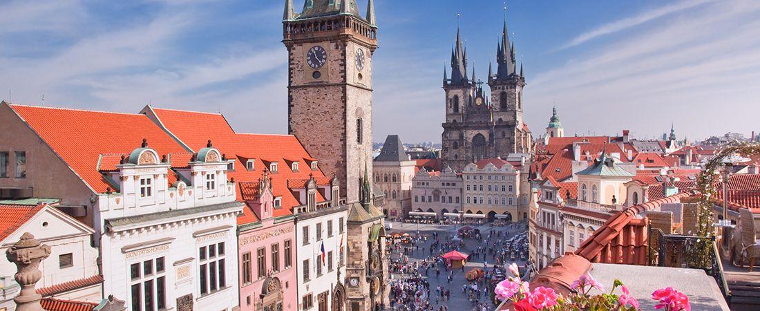 Utsikt över gamla staden i Prag på en resa i Tjeckien