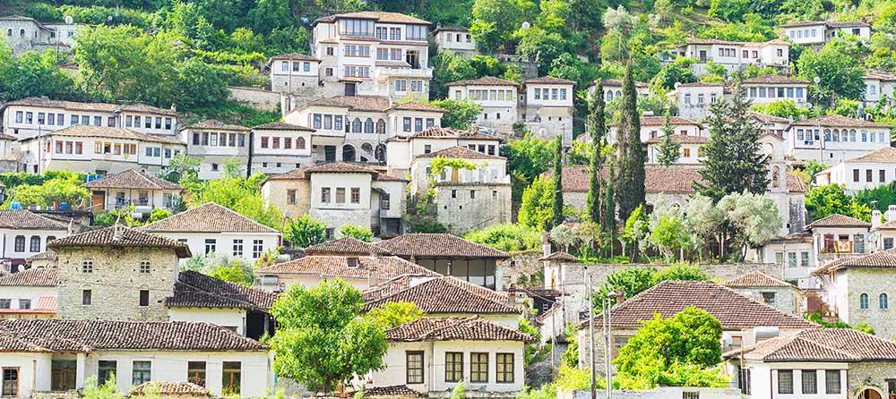 Rundresa med svenktalande reseledare genom Albanien med utflykter till bland annat Berat och Tirana.