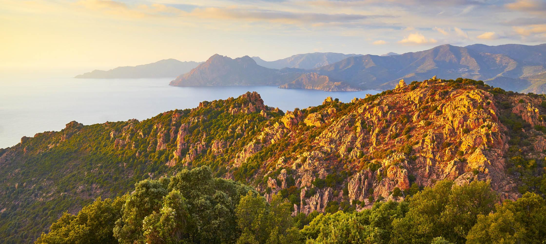upplev frankrikes natur och berg och kultur på resa till frankrike