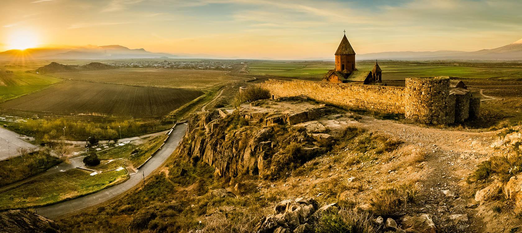 Khor Virap framför berget Ararat i Armenien.