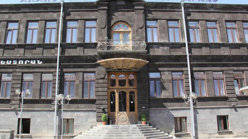 Entrén till Araks Hotel Gyumri, centralt beläget.