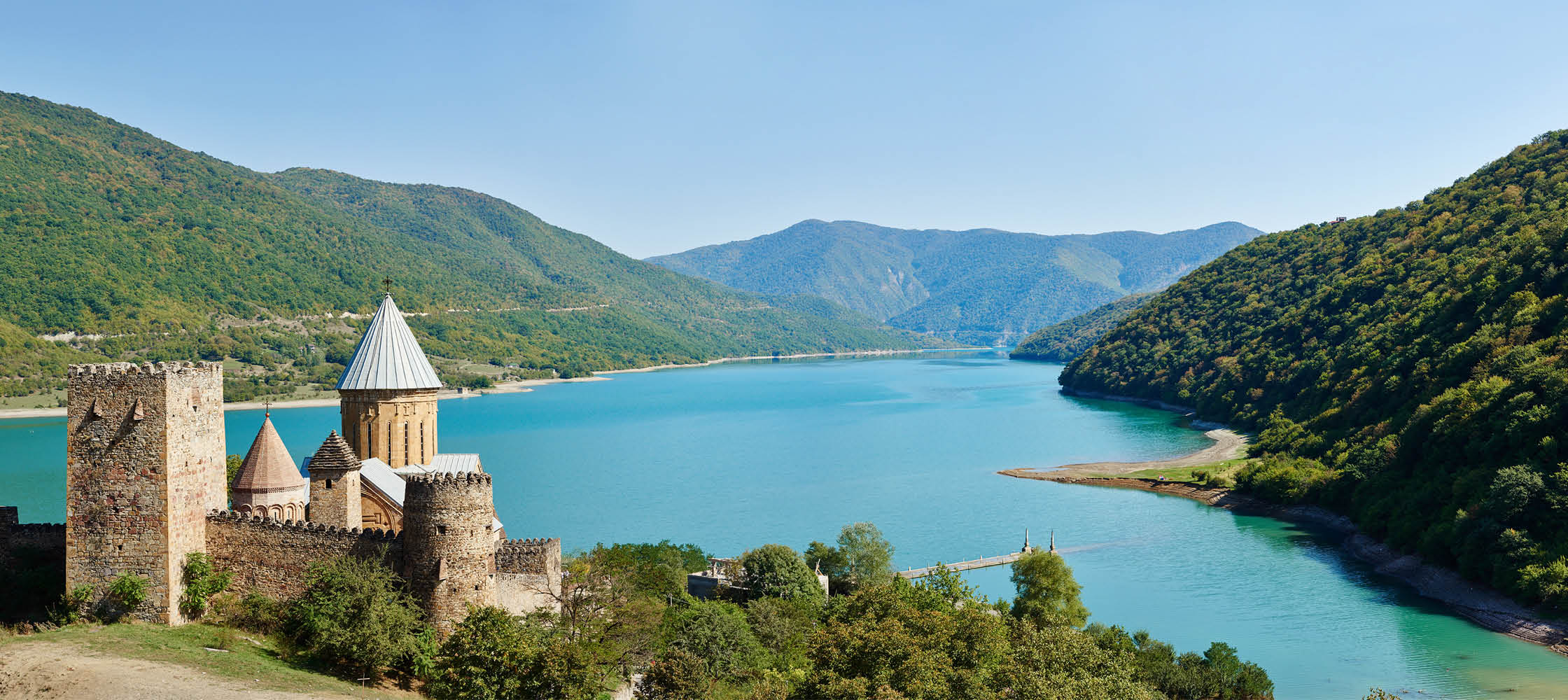 armenien och georgien bjuder på slott, stor natur och kultur. rundresa till armenien och georgien