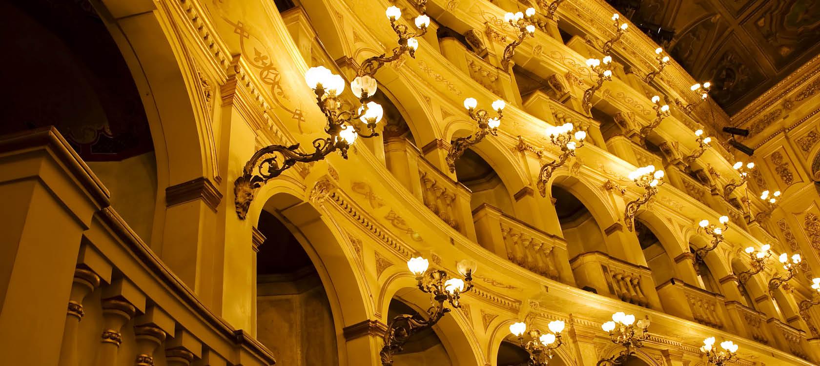 njut av opera under bar himmel på våra operaresor till italien
