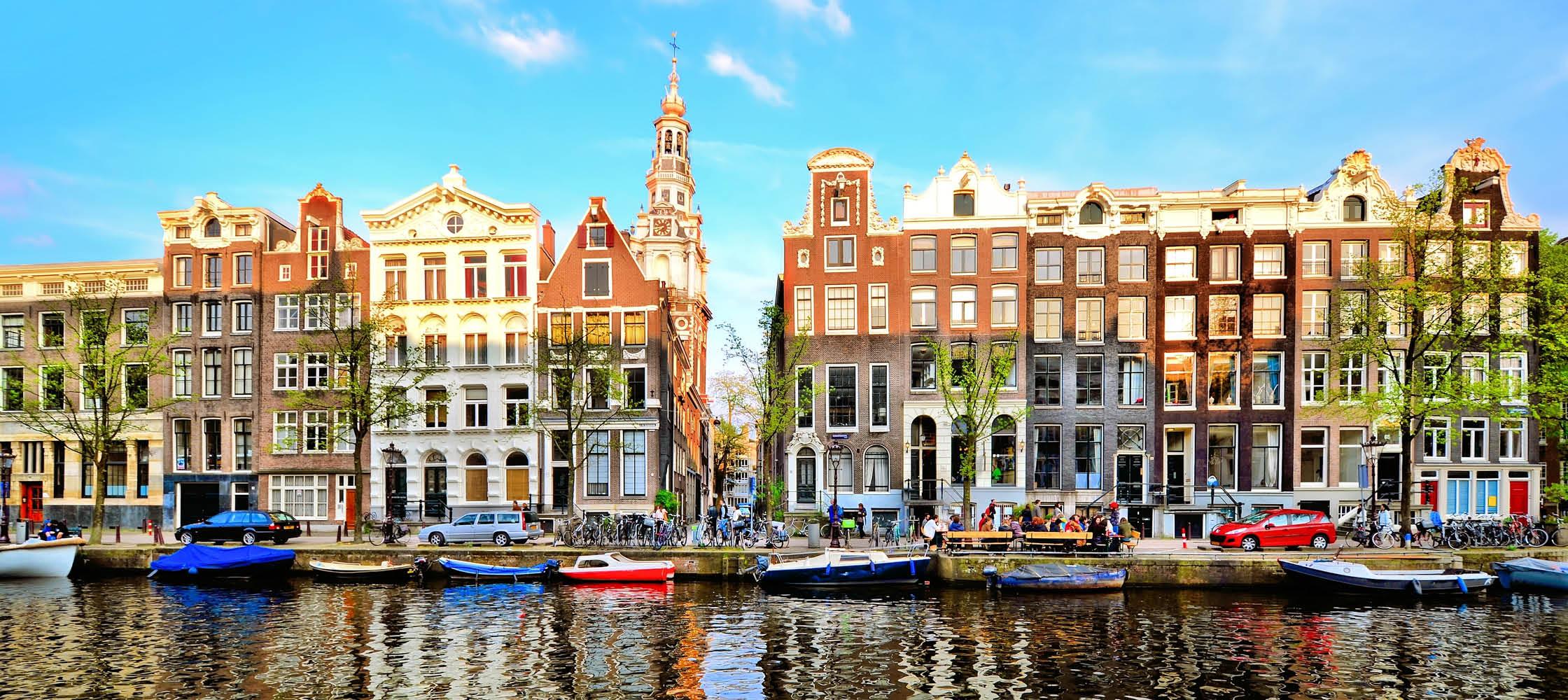 färggranna hus vid kanalerna i amsterdam