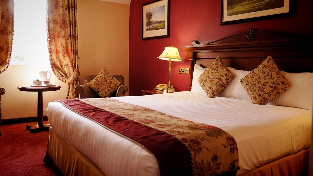 Mysigt dubbelrum med irländsk stil på Racket Hall Country House hotel i Tipperary, Irland.