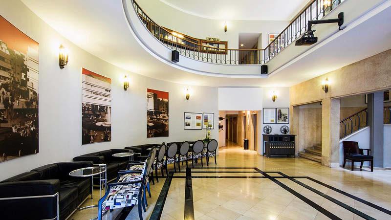 Gemensamt område på Cinema Hotel i Tel Aviv. Byggnaden har en gång varit en av stadens första biografer.