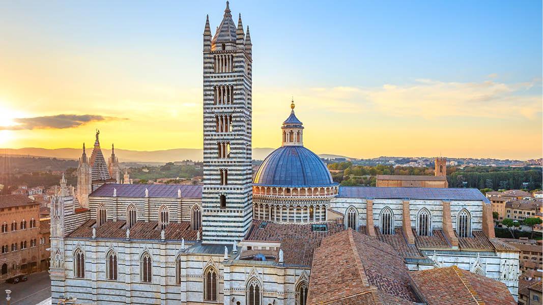 Katedralen i medeltidsstaden Siena i Toscana