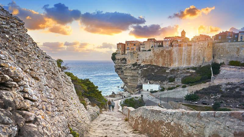 Solnedgång i Bonifacio på Korsika.