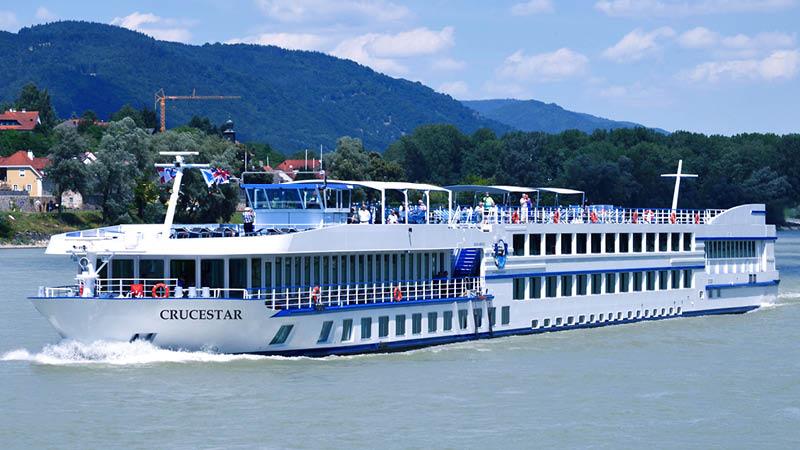 Den 4-stjärniga flodkryssningsbåt MS Crucestar, på kryssning på Donaufloden.