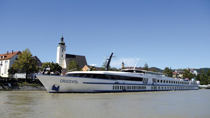 Flodkryssningsbåten MS Crucevita på Rhendalen.