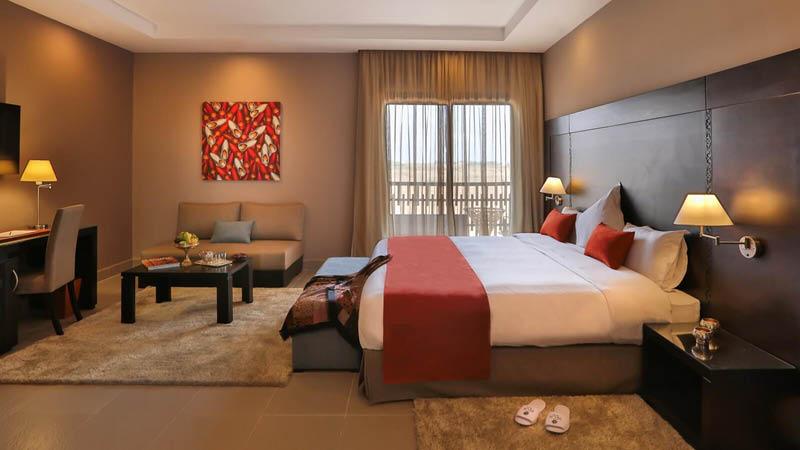 Stilrent och elegant inredda hotellrum på Le Kech Boutique Hotel & Spa i Marrakech, Marocko.