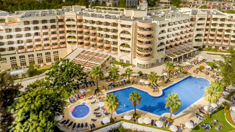 Stort och nyrenoverat hotell i Albufeiras centrum. Vila Galé Cerro Alagoa på Algarvekusten.