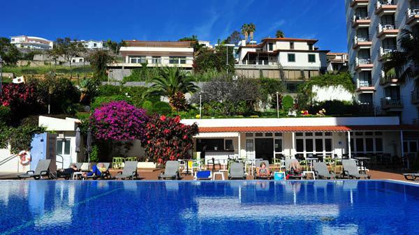 Utomhuspoolen vid hotell Dorisol Mimosa i Lidoområdet på Madeira.