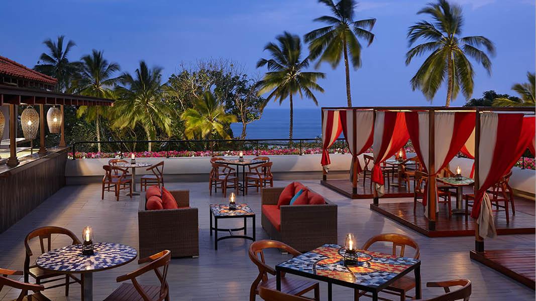 Hotellterrass på Cinnamon Bey Beruwala på Sri Lanka i Asien.
