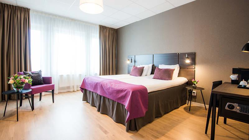 Bo på ett nyrenoverat och 4-stjärnigt hotell bredvid Arlanda flygplats inför semestern.