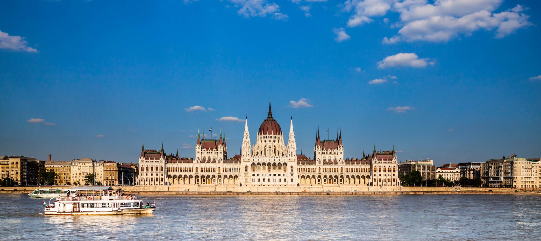 utsikt över budapest, stadshuset och floden donau
