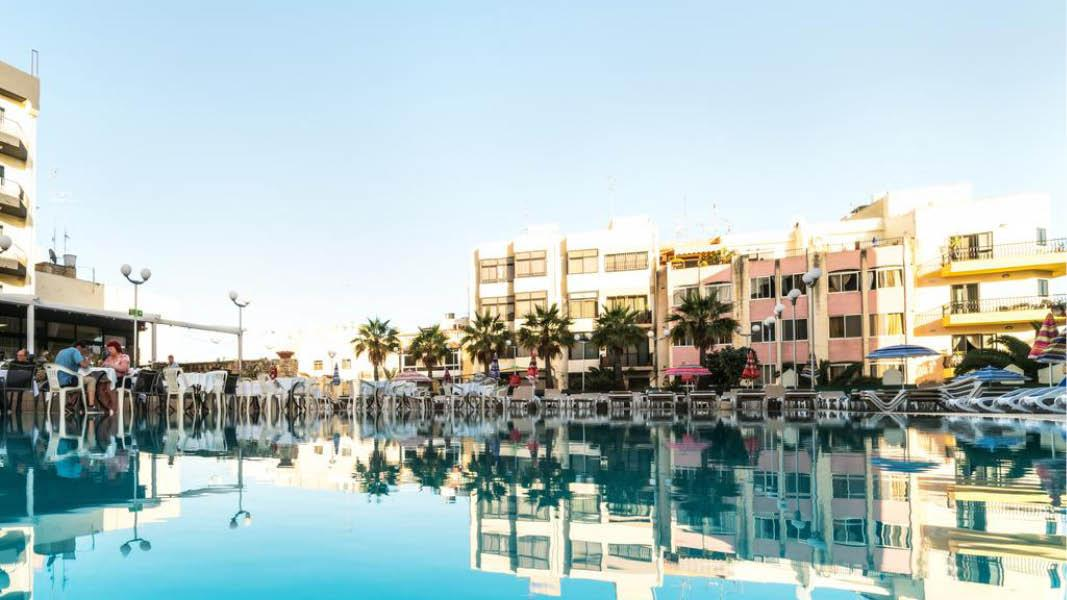 pool og udsigt hotel topaz malta